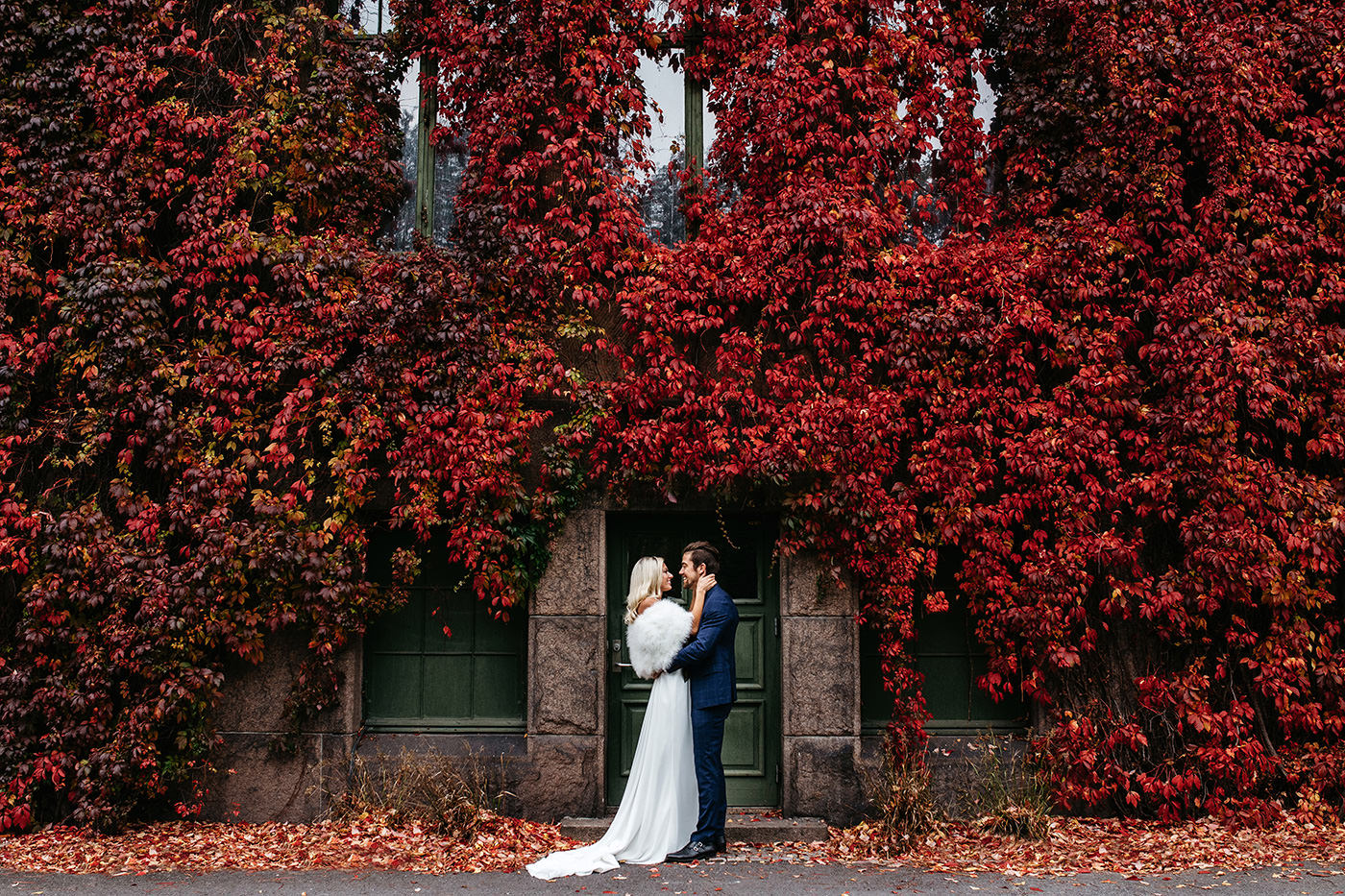 Oslo botanical gardens Norway wedding elopement couple