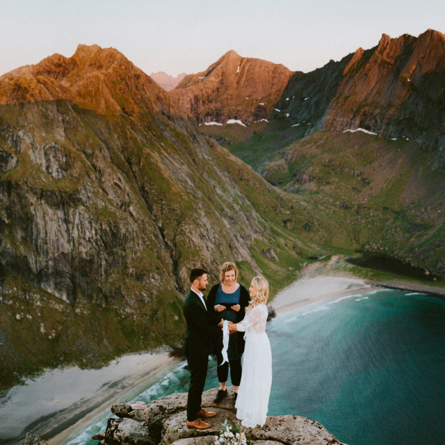 Lofoten elopement wedding photographer Ryten Kvalvika Beach