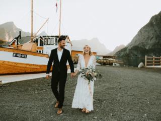 Lofoten-elopement-wedding-photographer-Sakrisoy-rorbuer