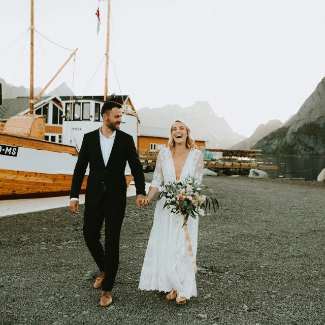 Lofoten-elopement-wedding-photographer-Sakrisoy-rorbuer
