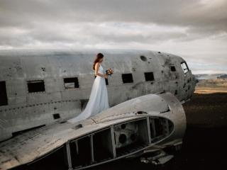 Iceland wrecked plane Sólheimasandur wedding elopement