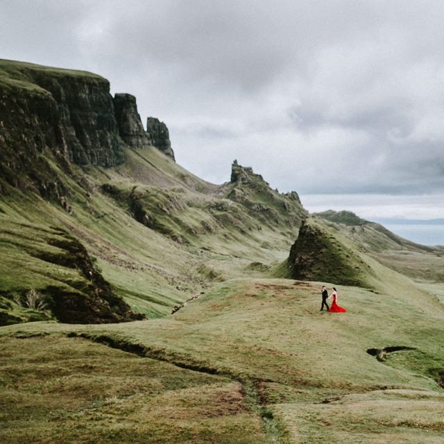 Isle of Skye Scotland elopement couple wedding photographer Quiraing