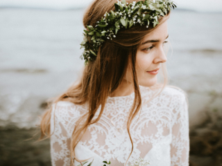 Greenery flower crown bohemian blomsterkrans Norway wedding elopement couple photographer